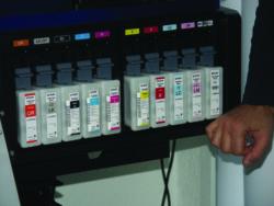 Epson presenta su nueva gama de impresoras gran formato para cartelería