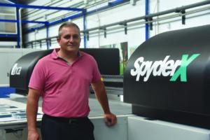 Santiago Lozano, gerente de la empresa Plásticos Bogoan