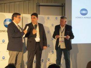 - Antonio Ramírez, de Konica Minolta; Pedro Bravo, gerente de Creapress; y Antonio de Eusebio, director nacional de Production Printing de Konica Minolta